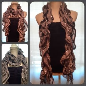 Fashion scarf with ripples